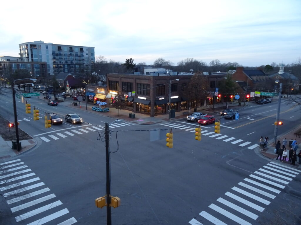 Top of the Hill Restaurant & Breweryから眺めるフランクリンストリート