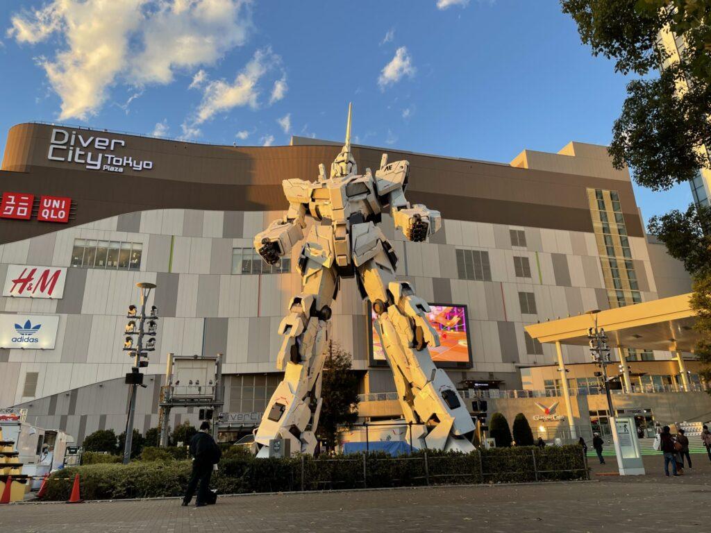 Twilight Life-Sized Unicorn Gundam Statue in Odaiba